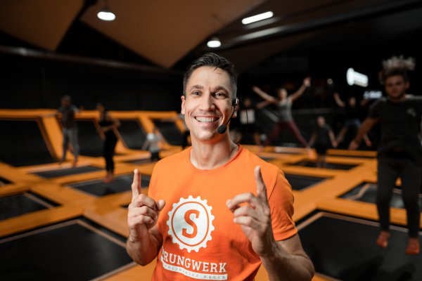 Jumping Fitness Fitnesskurs Trainer Benny